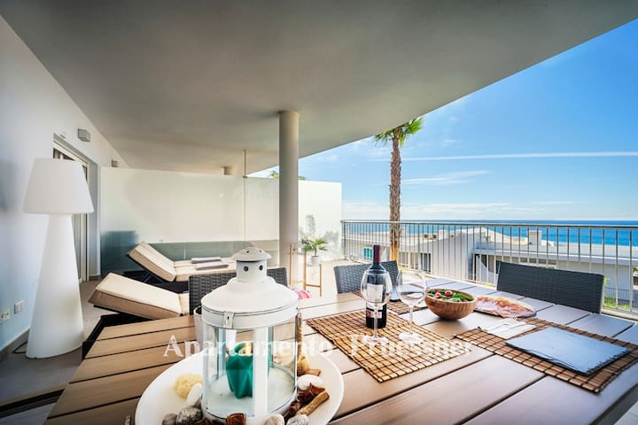 LUXUS APARTMENT WITH SEE VIEWS 45M2 TERRACE,BBQ...