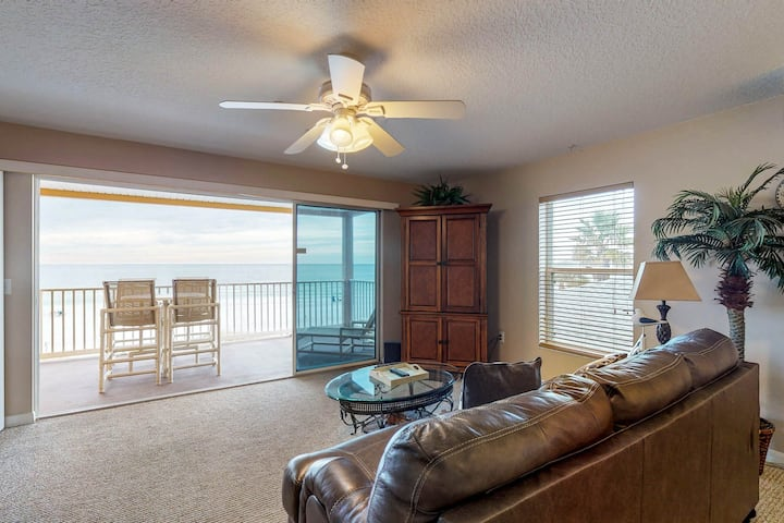 Comfortable condo w/ Gulf views & location near beach