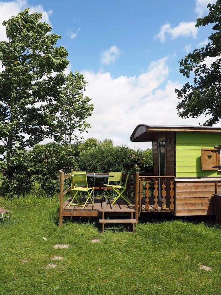 """Roulotte en bois  """" Woody Cabin"""""""