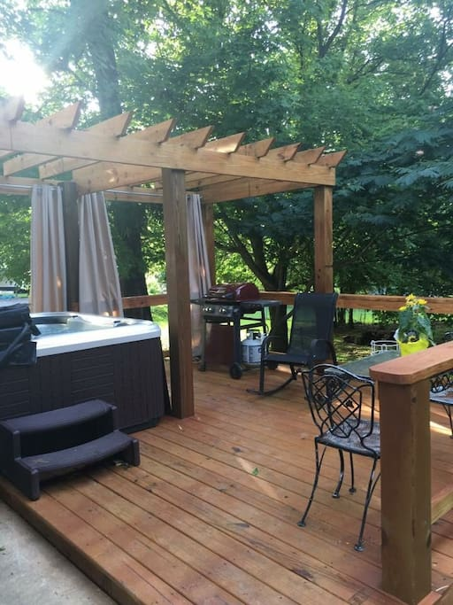 Great deck with hot tub!