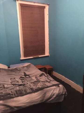 1 bedroom close to shops & city centre