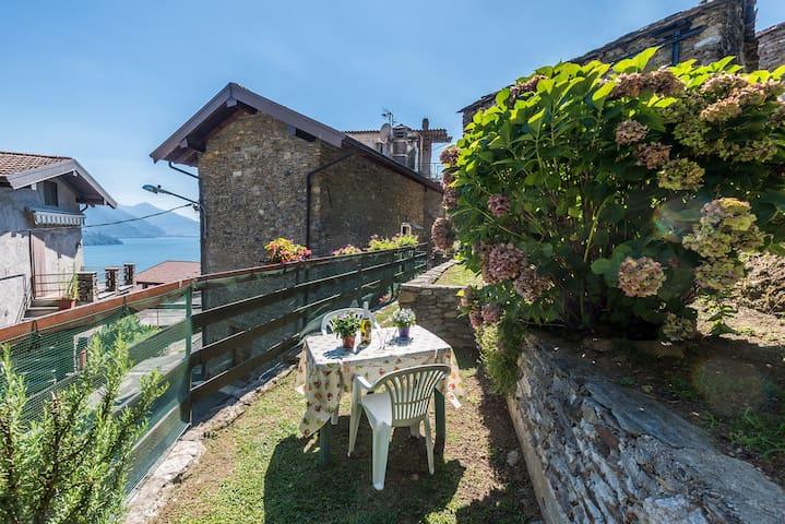 The private garden with Lake Como view