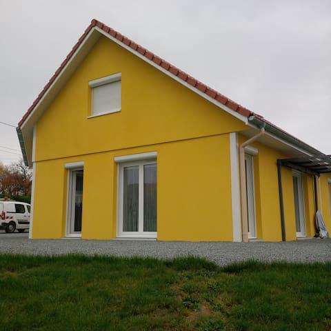 Maison dans un petit village calme - Joncherey