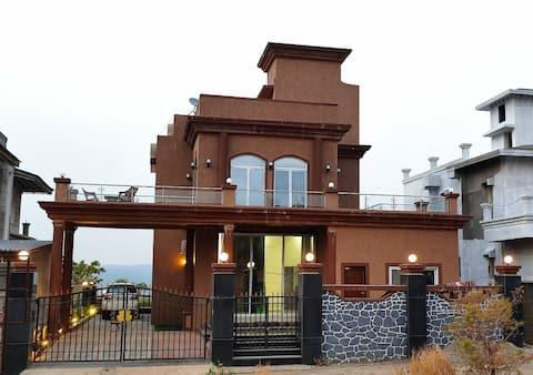 Cloud Mist Luxury Villa