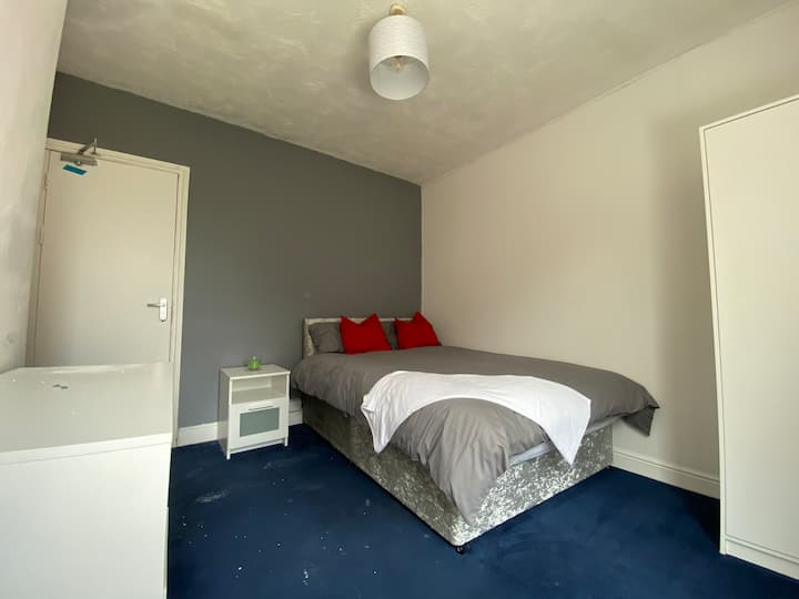 ROOM TO RENT NEAR CITY CENTRE & HOSPITAL