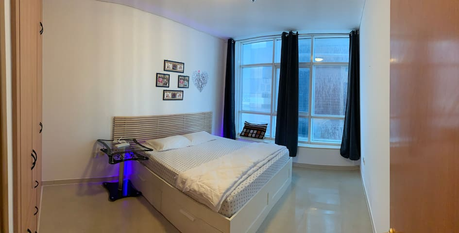 Luxurious Master Room in DIFC next to the Metro