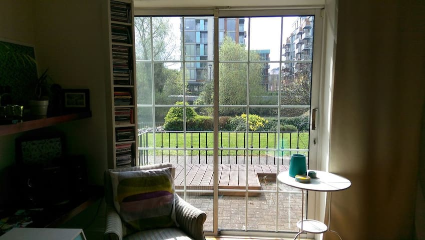 Surrounded by green - close to the city - islandbridge - Apartment