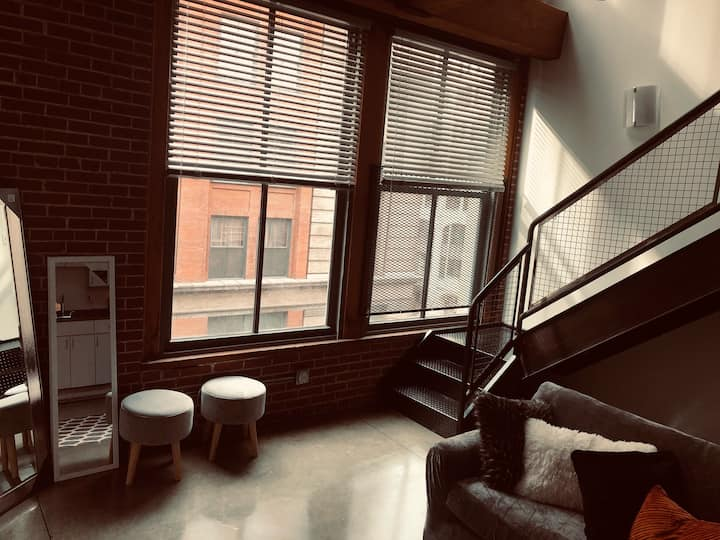 Great location 2bdrm 2 bath loft  downtown close