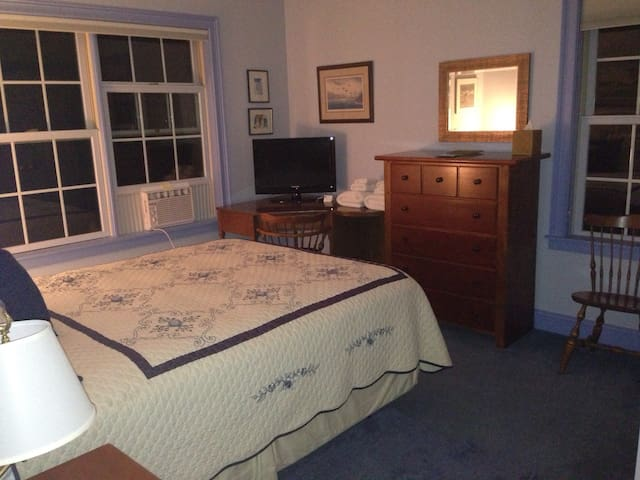 MountainView Queen Room - East Montpelier - Bed & Breakfast