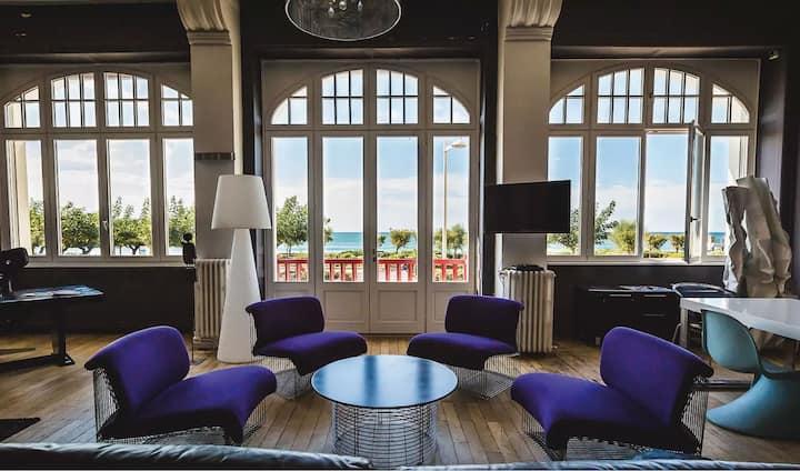 Fenêtres sur mer, Biarritz sur la Grande Plage
