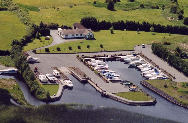 4 * S/C LAKESIDE HOUSE-ON R SHANNON - Westmeath - Cottage