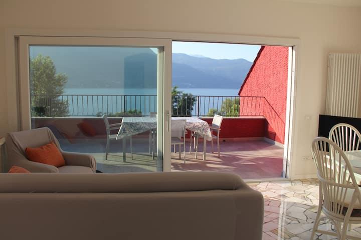Modern apartment with steps to lakeside beaches & lake views