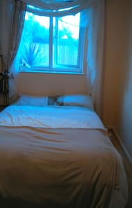 Double bedroom,friendly family home - devon - Bed & Breakfast