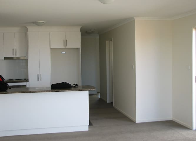 Belconnen fully furnished 3BD house - Macgregor - Haus