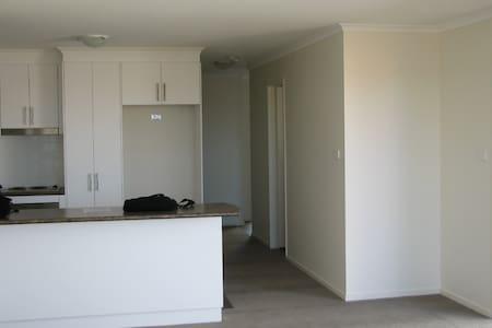 Belconnen fully furnished 3BD house - Macgregor
