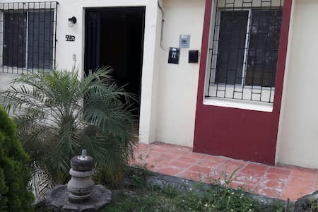 Departamento con cochera privada - Гуадалупе - Квартира