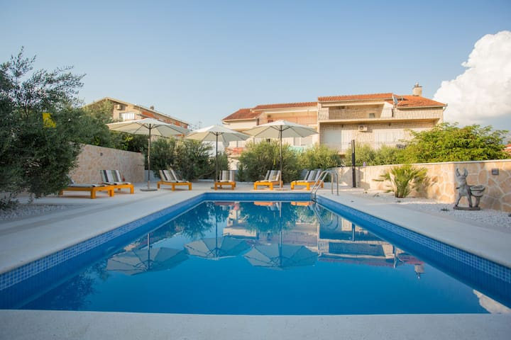 DISCOUNT!Apartment with private pool and barbecue.