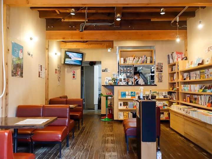 城崎温泉の書店&カフェバー『BookStore iChi』が運営するゲストハウスです(ベランダ無)