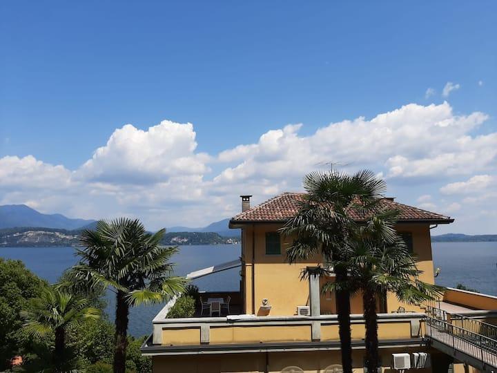 Attico in Villa fronte lago Maggiore