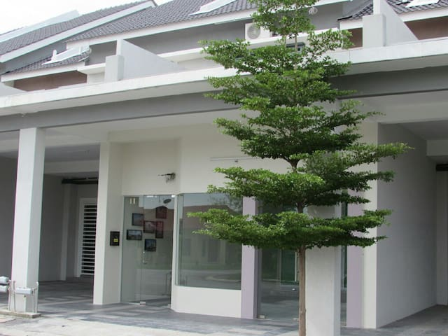 Double One Holiday Home ( 2Rooms ) - Ipoh - Dům