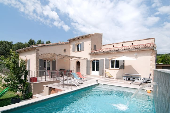 Superb villa with panoramic views of the Alpilles