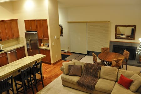 2 BR Condo in Heart of Ski Country - Avon - Appartement en résidence