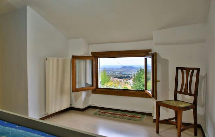 Vista panoramica dalla camera in mansarda