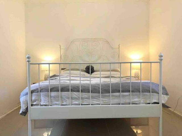 Eastwood  one bedroom plus  huge study paradise