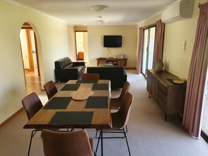 Annies Apartments - Quiet country setting