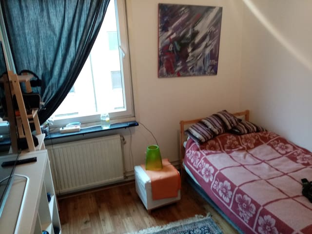 Casual living, City Center, 5 min to train station