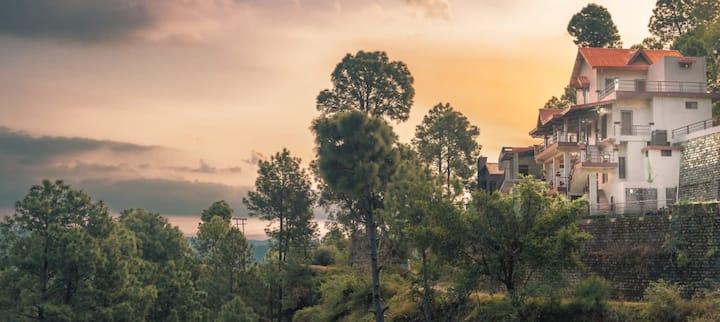 Entire Villa five bedrooms# Hilltop view#