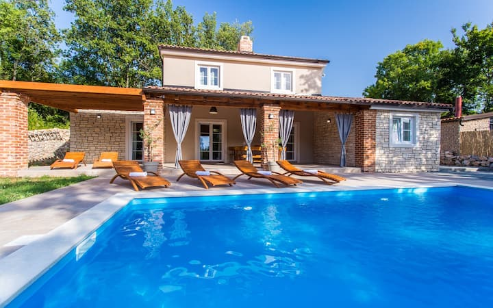 Villa Lucia, Croatia Luxury Rent