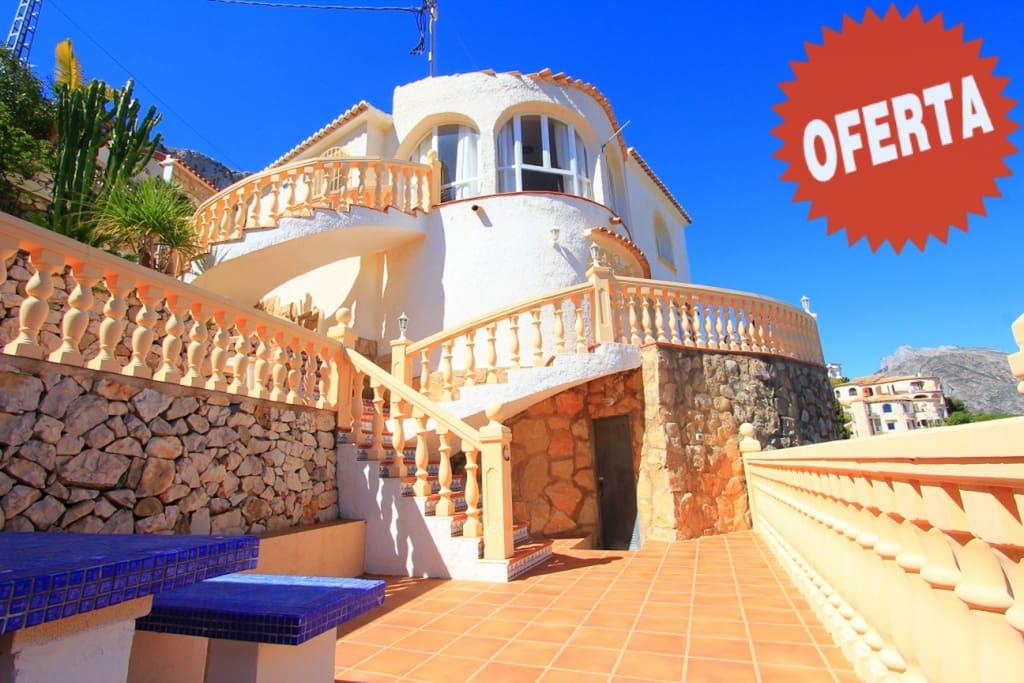 Villa en calpe con piscina barbacoa y vista al mar for Piscinas calpe