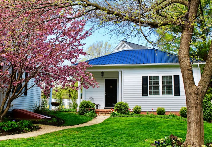 BoutiqueAir cottage, Staunton, VA; Near downtown!