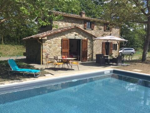 Prachtig huis aan de Toscaanse grens met privézwembad