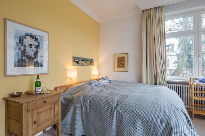 Zimmer mit Loggia in Othmarschen