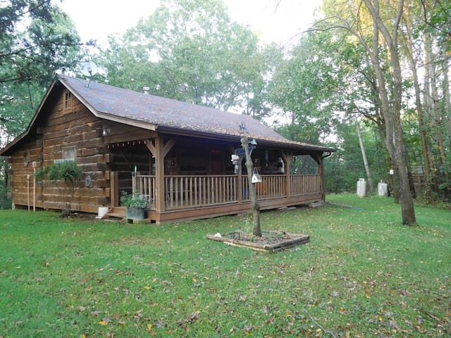 Hilltop Hideaway, Cabin in the Driftless Area
