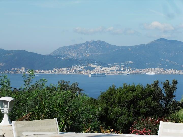 maison avec vue panoramique sur le golfe d'Ajaccio