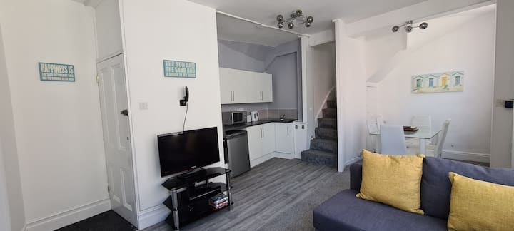 2 Bedroom Flat - Weymouth town centre