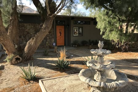 Palm Springs Large Private Casita with Patio