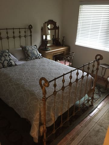 Each and every one of the 4 bedrooms has a queen sized bed and closet.   For this listing, here is a photo of the room you would be renting.