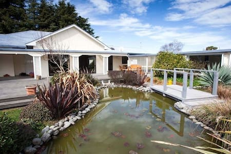 Lavender family suit near airport - Christchurch - Bed & Breakfast