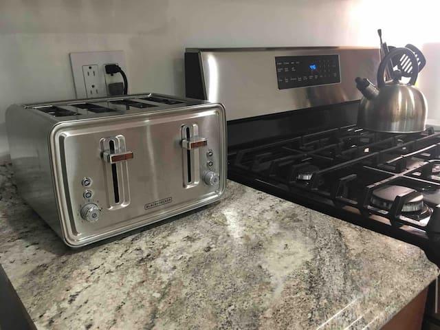 4 slot toaster for family breakfast!
