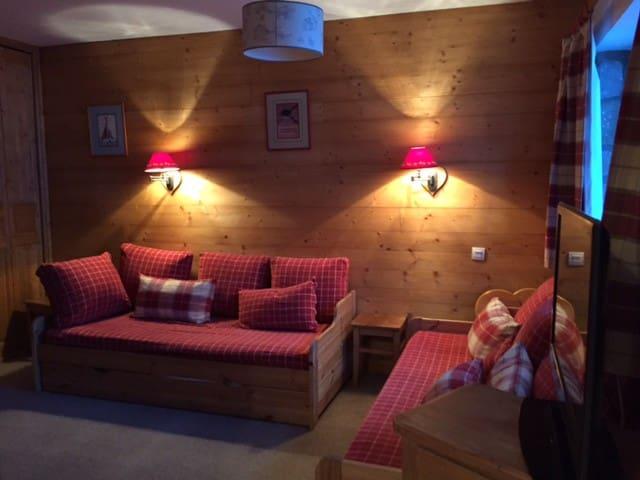 Grand studio cosy, skis aux pieds, MERIBEL CENTRE