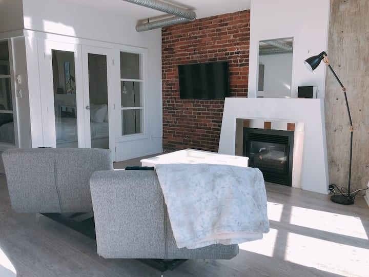 Trendy Gastown Converted Loft