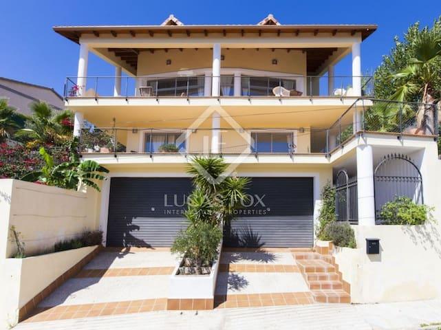 Casa con vistas al mar de  Sitges  familia ,grupos - Olivella - Ev