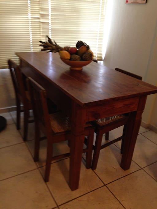 Mesa para 04 pessoas