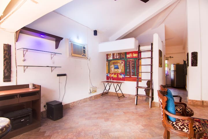 Artsy home in Baga Titos Lane opposite Baga beach
