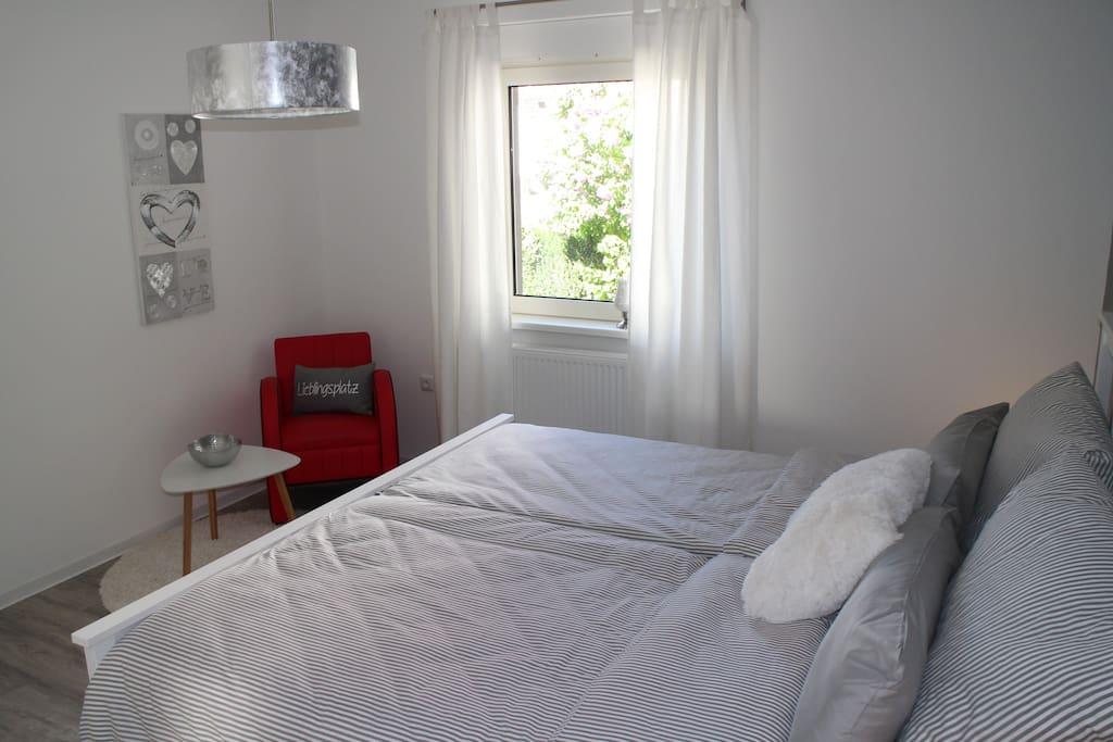 """Schlafzimmer 2 mit """"Lieblingsplatz"""""""