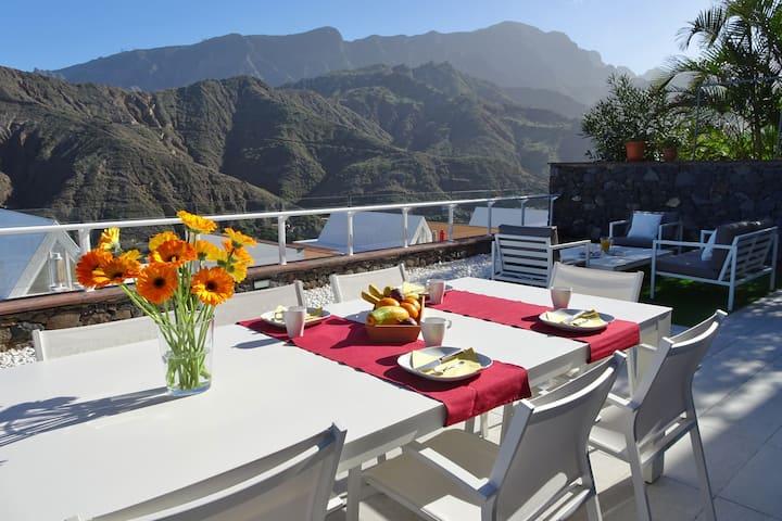 Luxus-Haus mit riesiger Terrasse und Panoramablick